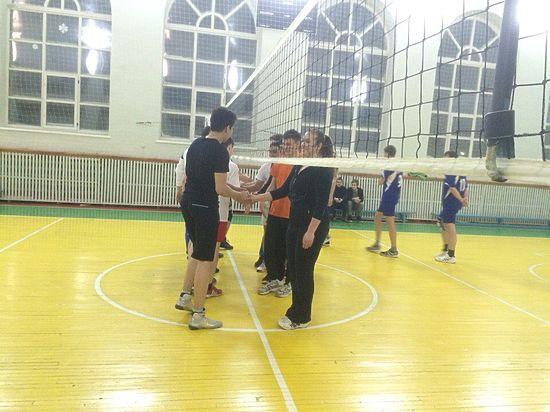 Молодые лидеры студенческих советов Чувашии сыграли товарищеский матч по волейболу