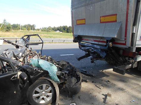 ВЧебоксарском районе уставший шофёр влетел встоявшую наобочине машину