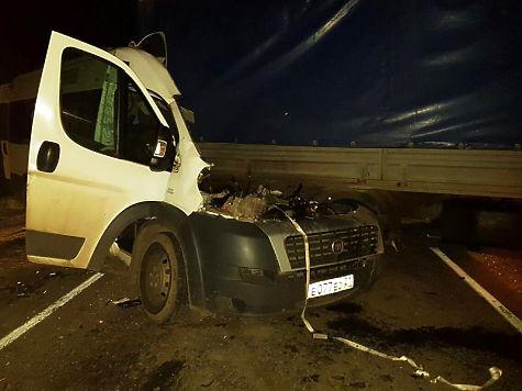 ВЧувашии грузовой автомобиль снес часть маршрутки в трагедии натрассе
