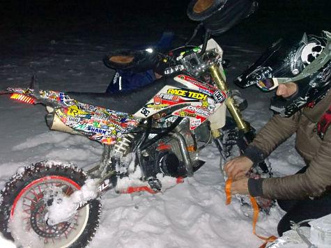 ВЧувашии наВолге под лед провалился мотоциклист-экстремал
