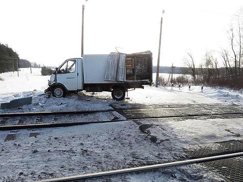 ВЧувашии грузовой поезд столкнулся сфургоном-хлебовозом
