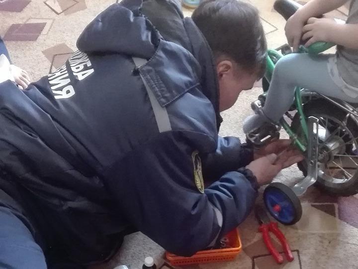 ВЧелябинске юному велосипедисту потребовалась помощь спасателей