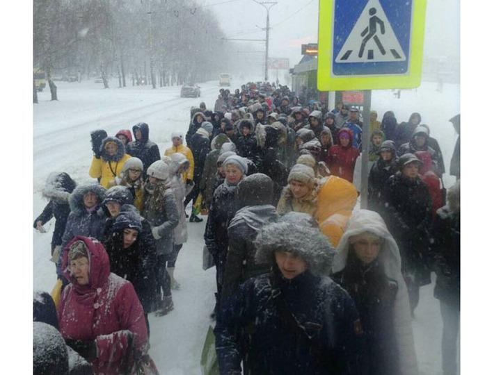 Из-за непогоды сегодня отменили 169 автобусных рейсов изакрыли аэропорт