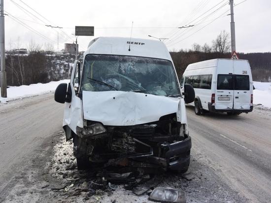 В Чебоксарах произошло ДТП с двумя маршрутками